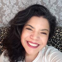 Psicóloga, atendimento clinico há mais de 5 anos, formação em Psicanálise desde 2007.  Estudo, pesquiso e trabalho com mulheres e maternidade desde 2012.  Palestrante em grandes eventos em Fortaleza, falando sobre maternidade real e carreira, além de falar sobre aspectos emocionais da amamentação, gestação, puerpério, baby blues, depressão pós parto, ansiedade puerperal, etc.  Experiência em roda de conversa com mulheres e mães. Atualmente, meu foco de trabalho é o desenvolvimento pessoal de mulheres, sejam elas mães ou não!  Quero te acompanhar na descoberta da sua liberdade de ser e viver sua vida e carreira em equilíbrio, com intenção e propósito.