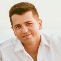 Especialista em Saúde Mental pelo Instituto de Psiquiatria da Universidade Federal do Rio de Janeiro pelo e Programa de Pós-Graduação em Psicanálise e Laço Social da Universidade Federal Fluminense, onde também cursou uma extensão em psicanálise e saúde mental, a graduação, o bacharelado e a licenciatura em Psicologia.   Na área da educação superior é professor do Curso de Psicologia da Faculdade Santo Antônio de Pádua. Na saúde pública é diretor geral do Departamento de Saúde Mental, da Secretaria Municipal de Saúde de Santo Antônio de Pádua-RJ.  Atua como psicólogo clínico e psicanalista em consultório privado desde 2006 e pesquisa as articulações entre o real da clínica psicanalítica, o inconsciente enquanto linguagem nas estruturas subjetivas, os discursivos e as incidências destes no sujeito contemporâneo.