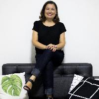 Clarice Menezes é psicóloga clínica apaixonada pelo que faz.  Atua no atendimento de demandas de ansiedade, depressão e pânico de jovens adultos a idosos.