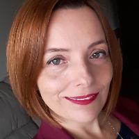 Psicóloga  especializada em Terapia Cognitivo Comportamental e Terapia de Esquemas, com 20 anos de vivência na área.  Experiência no atendimento a pacientes  com Depressão, Transtorno de Ansiedade, Síndrome do Pânico, Transtorno Bipolar e Fobias Sociais. Atendimento adultos e adolescentes.  Atendimento Presencial ou Online. Autora do Livro Vencendo o Silêncio da Alma e do Ebook Resistência Mental em Tempos de Guerra - 46 exercícios de escrita terapêutica Psicóloga voluntária atuando no atendimento as comunidades em vulnerabilidade social em Angola , sertão e ribeirinho do Amazonas.