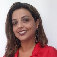 Psicóloga desde 2000 Terapeuta Clínica presencial e online Coach de carreira online Especialista em Gestão de Pessoas e Negócios.  Especializando  em Terapia Cognitiva Comportamental pelo CBI Miami 16 anos como Gerente de RH em Multinacional; 10 anos como professora universitária; 3.000 horas de Treinamentos e Palestras; +500 horas de atendimento de coaching; Orientação da Neurolinguística e Psicologia  Cognitiva e Positiva;