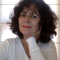 Olá! Sou Renata, psicóloga, e tenho experiência de 15 anos em Psicologia Clínica.Trabalho com Psicoterapia Psicanalítica, na identificação da causa do sofrimento e ressignificação dos  traumas do passado, em prol de uma transformação efetiva que possibilite maior qualidade de vida. Procuro oferecer um ambiente tranquilo e acolhedor, que possibilite um trabalho conjunto entre terapeuta e paciente, sempre direcionado à efetividade do tratamento.
