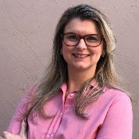 """Em meu trabalho como psicóloga, através de técnicas, e incentivos aos meus clientes/pacientes trabalho para minimizar o sofrimento, ampliar o consciente, desconstruir os tabus, prevenir, e promover o bem-estar. A Psicologia tem a oportunidade embarcar na história do outro, reconstruir, significar novas formas de sentir, enxergar, ver e valorizar a vida! """""""