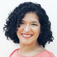 Formada há 11 anos, Joana atua com atendimento clínico presencial e on-line de adolescentes e adultos em clínica parceira localizada na Pituba nacidade de Salvador-BA.