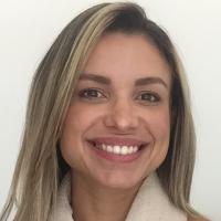 Olá, sou Isabella Consoli, psicóloga, coach e orientadora profissional. Trabalhei por 8 anos empresas multinacionais na área de RH, sempre com foco no desenvolvimento de pessoas.  Há dois anos atuo como psicóloga clinica, coach de carreira  e orientadora profissional, atendendo adolescentes e adultos de forma online e presencial, em meu consultório na Barra da Tijuca, RJ. Atuo com uma abordagem americana de Psicoterapia Integrativa chamada AEDP (sigla em inglês para Accelerated Experiential Dynamic Psychotherapy).