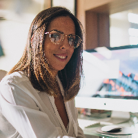 Jade Araújo é Psicóloga Clínica e atua em seu consultório em Brasília com atendimento ao público adolescente e adulto. Também oferece atendimento na modalidade online.